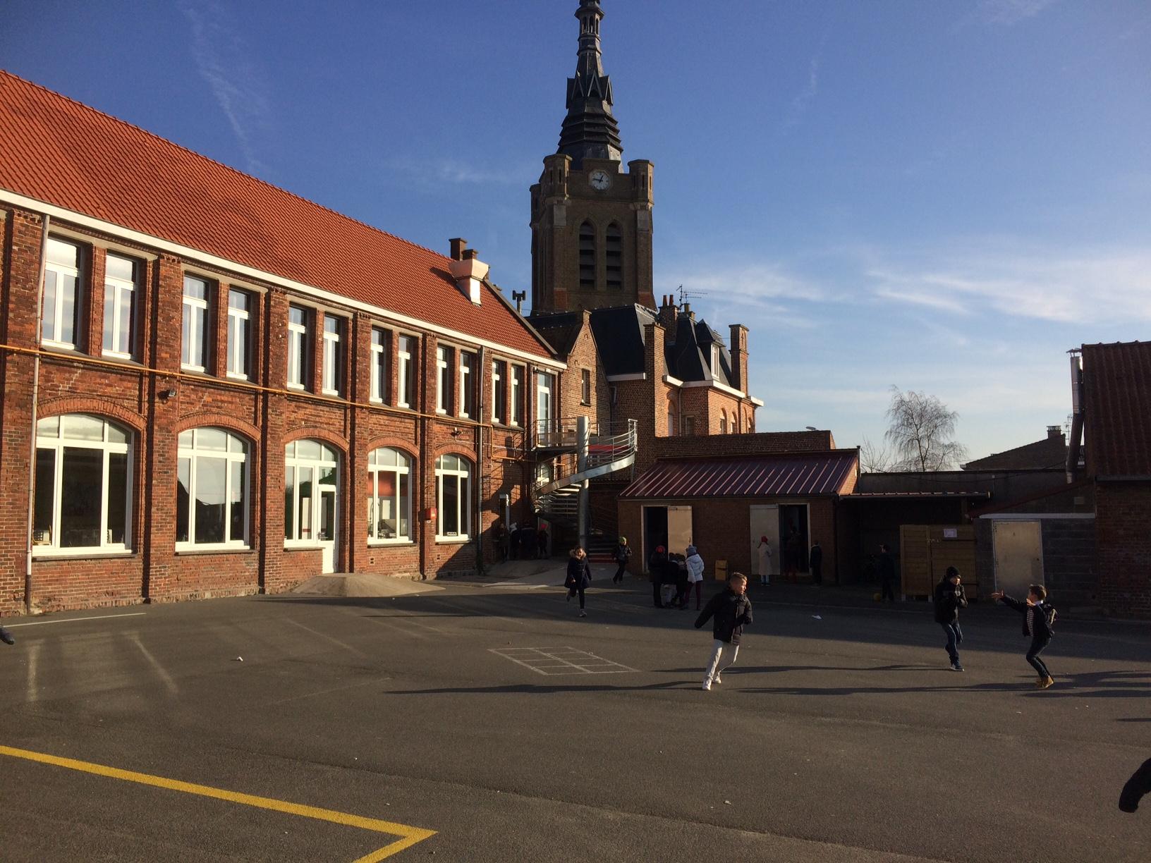 cour de l'école primaire St Amand Bailleul