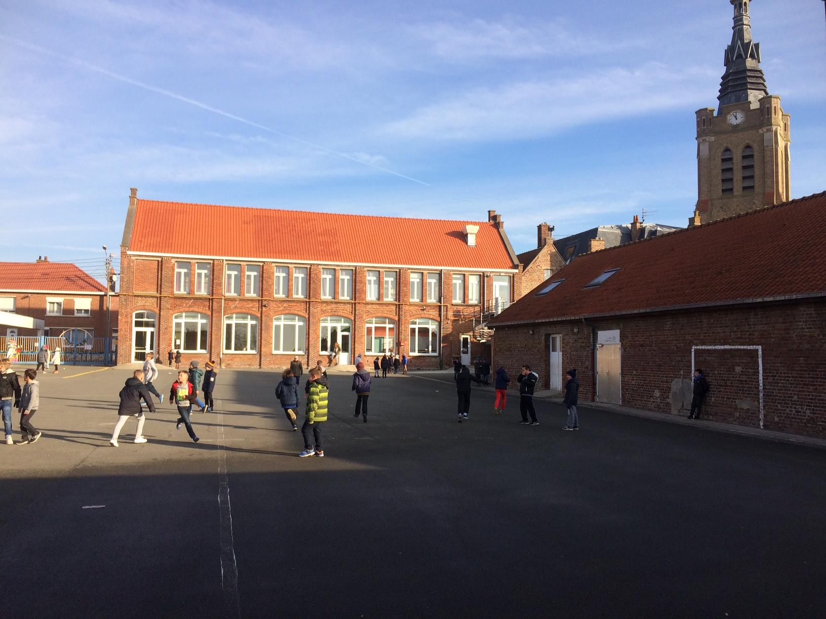 cour de primaire ecole saint Amand Baileul