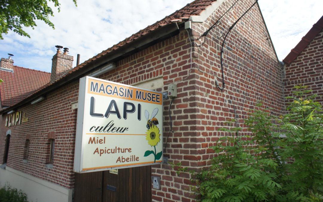 Visite au musée des abeilles de Neuf-Berquin:  petite section de Mme Marie-Andrée